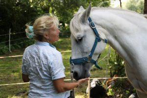 """Susanne von Gersdorff mit ihrem Pferd """"Mina"""""""